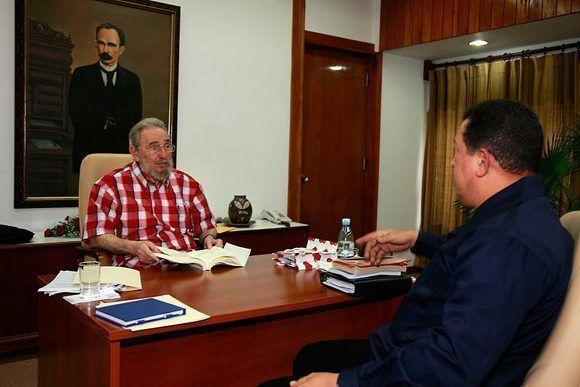 Fraternal encuentro con el presidente de la República Bolivariano de Venezuela Hugo R. Chávez Frías, en el que intercambia durante unas cinco horas diversos asuntos de la actualidad internacional, 25 de agosto del 2010. Foto: Estudios Revolución/Fidel Soldado de las Ideas.