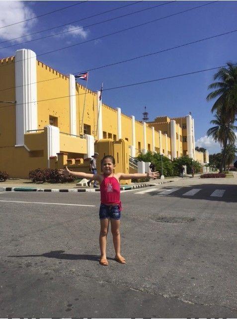 Frente al Cuartel Moncada. Foto: Erick / Cubadebate