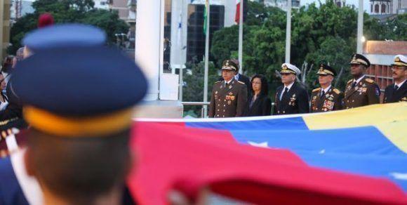 Izada de la bandera venezolana. Foto: Archivo.