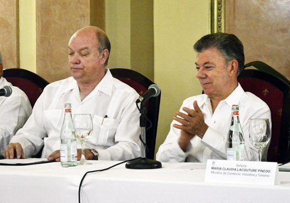 Santos y Malmierca durante la inauguración del Foro Empresarial entre Cuba y Colombia. Foto: Roberto Garaycoa/ Cubadebate.