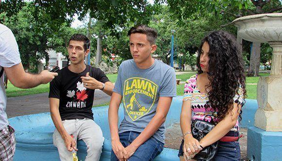 Léster Acosta (al centro). Foto: Cinthya García Casañas/ Cubadebate.