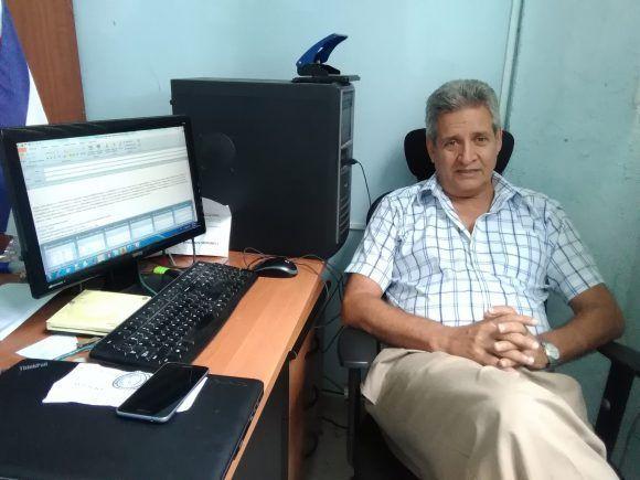 Para el Dr. Luis Hernández, Jefe del GARP, el estudio constante y la vinculación de los investigadores con los campesinos es una política que hasta el momento les ha dado muy buenos dividendos. Foto: Yunier Sifonte/ Cubadebate.
