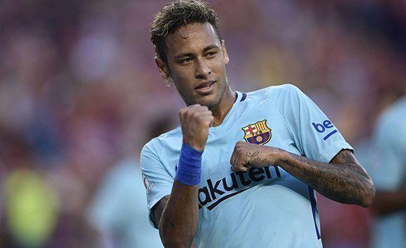 En plena avalancha de rumores sobre su salida hacia el PSG, Neymar es el único goleador (3) en la pretemporada del FC Barcelona. Foto: AFP.