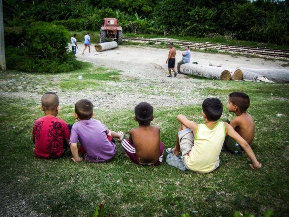Niños mirando, Foto: Ahmed Mateo / Cubadebae