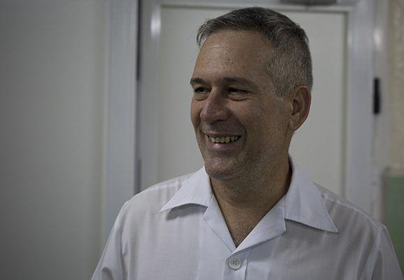 Doctor Otoniel Fajardo, jefe de servicio de obstetricia. Foto: Irene Pérez/ Cubadebate.