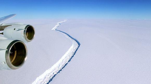 La enorme fisura que ha originado este nuevo iceberg ha estado creciendo durante un periodo de dos años. Foto tomada de RT.
