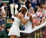 Venus Williams felicita a Garbiñee Muguruza tras su victoria. Foto: Getty Images.