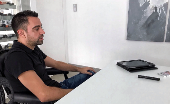 Xavi en entrevista con The Tactical Room. Foto tomada de la revista.