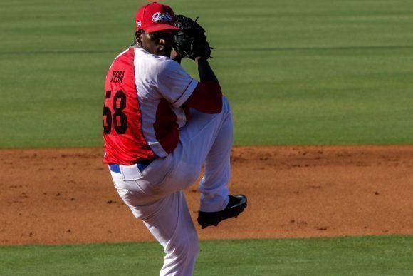 Yoanni Yera, pitcher abridor por el equipo de béisbol de Cuba, en el quinto juego del tope amistoso entre las selecciones de Cuba y Estados Unidos, realizado en el complejo nacional de entrenamiento de la organización USA Baseball, en Carolina del Norte, Estados Unidos, el 7 de julio de 2017. ACN FOTO/Abel PADRÓN PADILLA