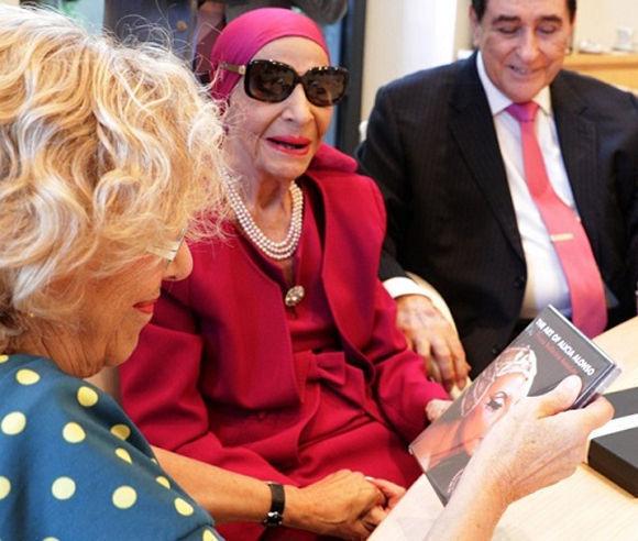 La alcaldesa recibió a Alicia Alonso, leyenda de la danza. Foto: EFE.