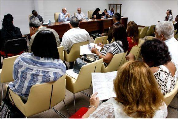 Béisbol a debate en la Asamblea Nacional. Foto: Roberto Morejón / JIT