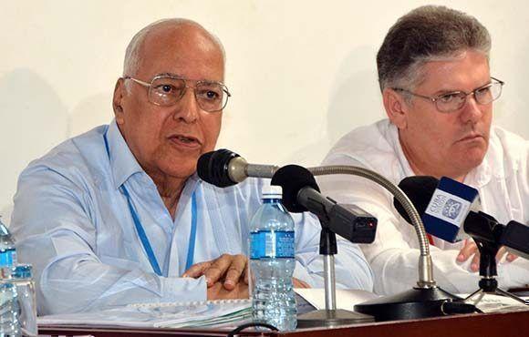 Ricardo Cabrisas Ruiz (I), vicepresidente del Consejo de Ministros y titular de Economía y Planificación. Foto: Marcelino Vázquez Hernández/ ACN