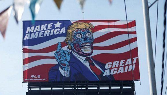 Un cartel muestra un dibujo que representa al presidente de Estados Unidos, Donald Trump, en el Anillo Periferico de Ciudad de México. Foto: Henry Romero/ Reuters.