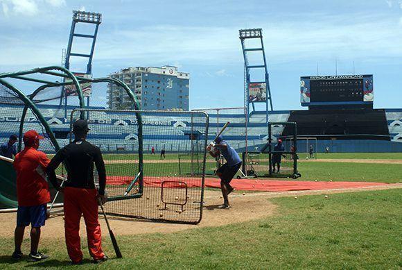 El equipo de Industriales entrena rumbo a la 57 Serie Nacional. Foto: José Raúl/ Cubadebate.
