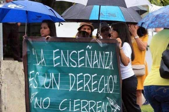 Miles de maestros en Puerto Rico enfrentan limbo laboral. Foto: Archivo.