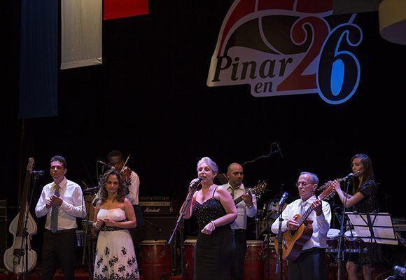"""Miriela Mijares y su grupo interpretaron """"Fortuna del poeta"""". Foto: Irene Pérez/ Cubadebate."""