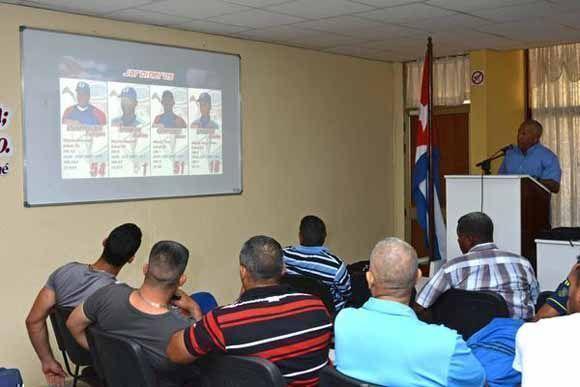 Anuncian nómina del equipo Granma de béisbol que participará en la 57 Serie Nacional, en conferencia de prensa efectuada en la ciudad de Bayamo, provincia Granma, Cuba, el 17 de julio de 2017. Foto: Armando Ernesto Contreras/ ACN.