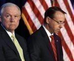 Los respectivos secretario y subsecretario de Justicia de Estados Unidos, Jeff Sessions y Rod Rosenstein, visitan hoy la cárcel norteamericana ubicada en la ilegal base naval de Guantánamo. Foto: Washington Examiner.