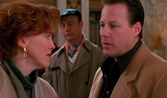 John Heard y Catherine O'Hara, en un fotograma de Solo en casa 2.