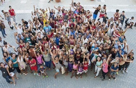 Adolescentes de la Habana Vieja comparten su interés por la cultura. Foto: cortesía de Habana Radio.
