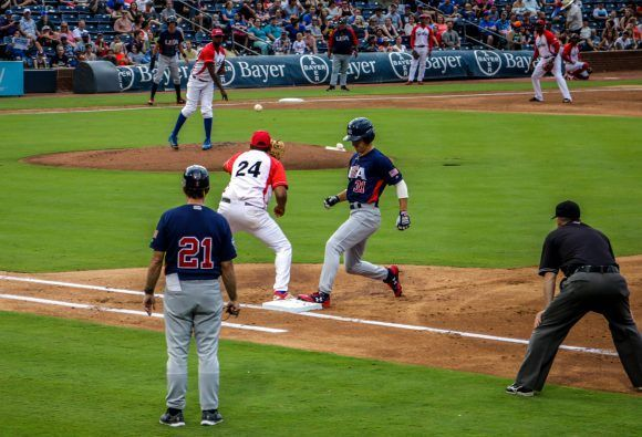 Segundo juego de béisbol, del tope bilateral entre los equipos de Cuba y Estados Unidos, en el estadio Goodmon Field, en Carolina del Norte, el 03 de julio de 2017. ACN FOTO/Abel PADRÓN PADILLA