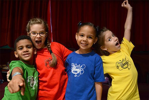 Los tres presentadores más pequeños de La Colmena TV y una martiana, como ellos, que ha ayudado a los competidores (de izquierda a derecha): Héctor Luis Tenrero, Danna Barcia, Erika Llano y Jessica López. Foto: Roberto Ruiz/ Juventud Rebelde.