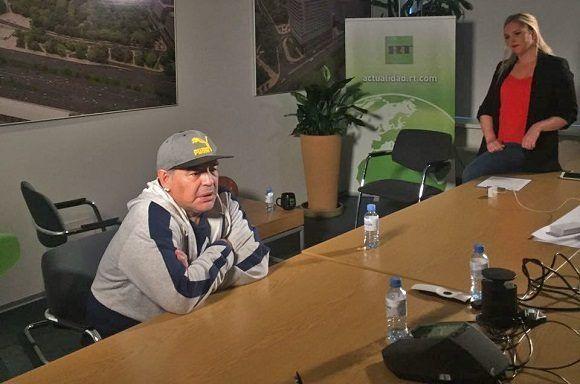 Maradona durante una entrevista con Russia Today luego de su llegada a Moscú. Foto: RT.