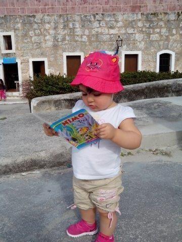 Niña en la Feria del Libro de La Habana. Foto: Alejandro Madruga Mori / Cubadebate
