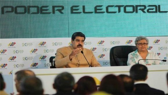 El mandatario aseveró que seguirá defendiendo los derechos de Venezuela y sus recursos naturales. | Foto: @PresidencialVen
