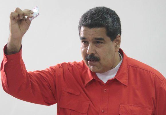 Nicolás Maduro ejerce su derecho al voto