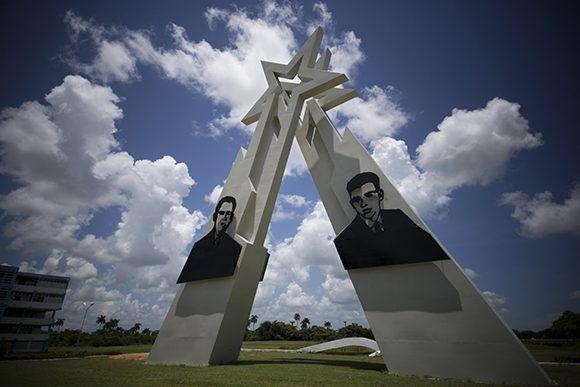 Monumento a los hermanos Sergio y Luis Saíz Montes de Oca. Foto: Irene Pérez/ Cubadebate.