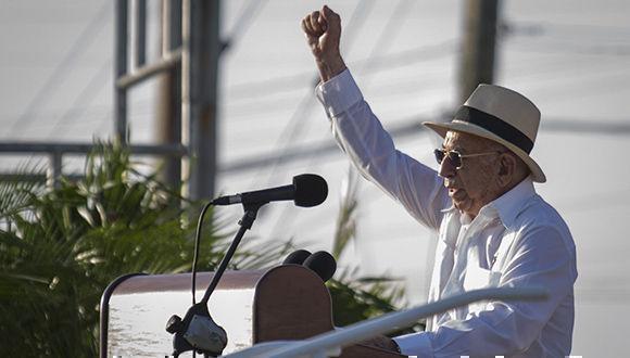 José Ramón Machado Ventura pronuncia las palabras centrales del acto por el 26 de Julio. Foto: Irene Pérez/ Cubadebate.