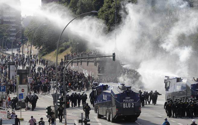 Así se ven las calles de Hamburgo por las protestas anti-G20. Foto: AP.