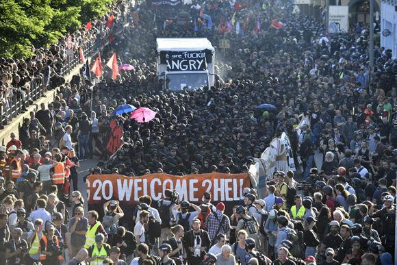 Más de 12 mil personas protestaron en la marcha. Foto: AFP.
