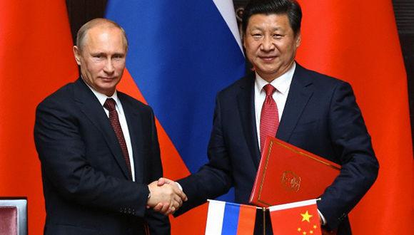 El presidente Xi Jinping y Putin se reúnen en Moscú para firmar acuerdos por 10.000 millones de dólares. Foto tomada de Revista Sputnik