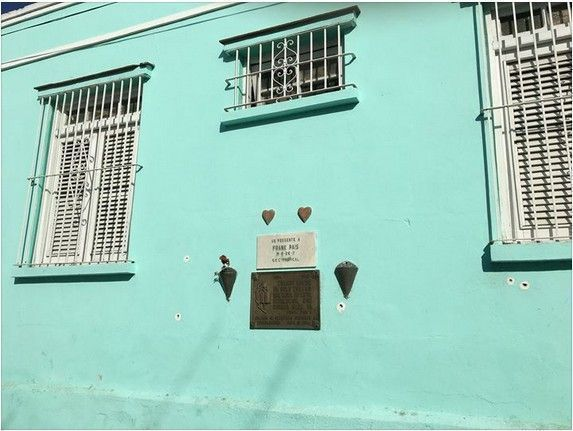 La Tarja que recuerda el luar donde fue asesinado Frank País, en Santiago de Cuba. Foto: Rosa Miriam Elizalde