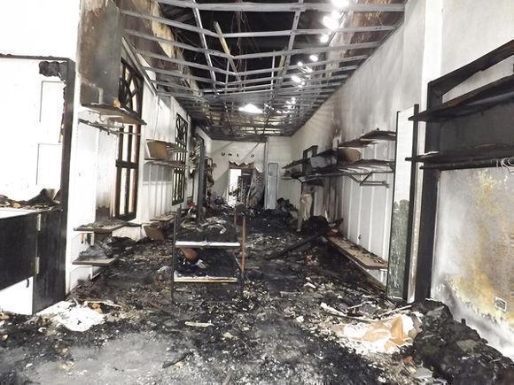 Tienda Del Rio se quema
