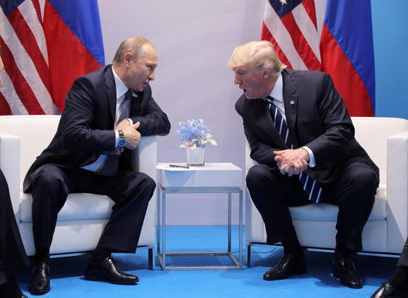 """Trump encantado ante Putin en su primer cara a cara: """"Es un honor estar con usted"""". Foto: Reuters."""