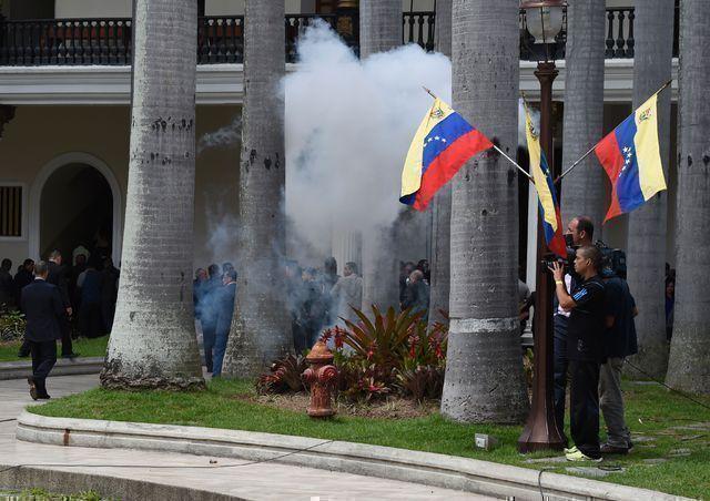 Sucesos violentos hoy en el Parlamento venezolano. Foto tomada de AFP.