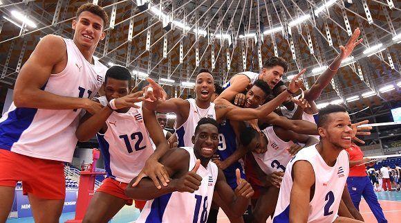 Cuba ceelbra su pase a semifinales tras ganar a China en el  Mundial sub-21 de Voleibol. Foto: fivb.com