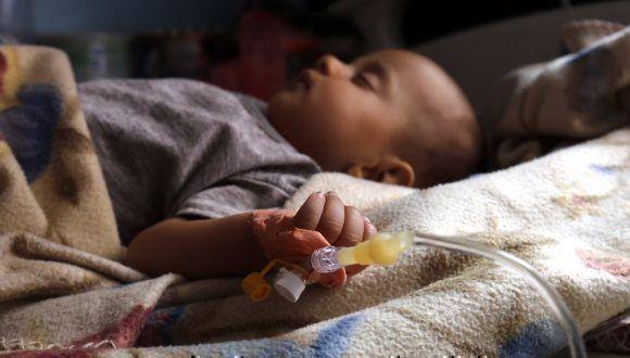 Niño víctima de la epidemia de cólera. Foto: Cruz Roja Internacional.