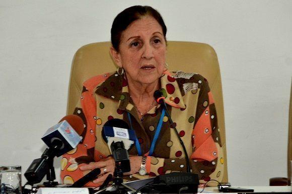 Yolanda Ferrer Gómez, presidenta de la Comisión de Relaciones Internacionales, dio lectura a la Declaración. Foto: Marcelino Vázquez Hernández.