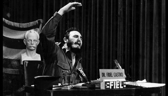Comparecencia ante el Frente Independiente de Emisoras Libres (FIEL) para explicar lo relacionado con la Ley 890 sobre la nacionalización de la banca y empresas, 15 de octubre de 1960/ Fidel Soldado de las Ideas