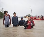 HOUSTON, TX - AUGUST 28: People make their way out of a flooded neighborhood after it was inundated with rain water, remnants of Hurricane Harvey, on August 28, 2017 in Houston, Texas. Harvey, which made landfall north of Corpus Christi late Friday evening, is expected to dump upwards to 40 inches of rain in areas of Texas over the next couple of days.   Scott Olson/Getty Images/AFP == FOR NEWSPAPERS, INTERNET, TELCOS & TELEVISION USE ONLY ==