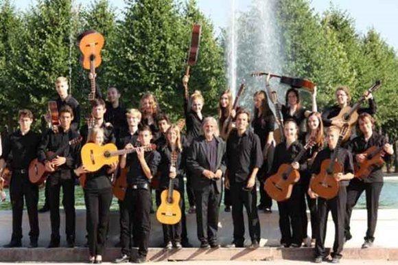 La joven agrupación está integrada por unos 30 guitarristas, todos ellos ganadores de premios en las últimas etapas del ya tradicional concurso alemán Jugend musiziert.