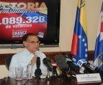 El Embajador de Venezuela, Ali Rodríguez, en conferencia de prensa, realizada en la  Embajada de Venezuela, en La Habana. Foto: PL.