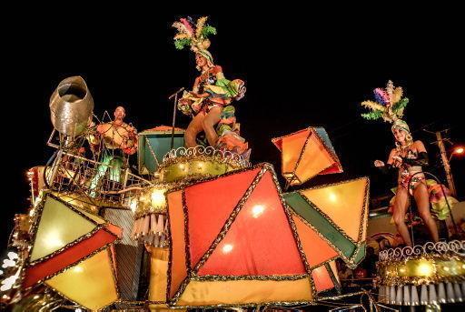 Carroza de los Ministerios de Cultura y Transporte durante el paseo de carrozas y comparsas del Carnaval Holguín 2017, en la ciudad de Holguín. Foto: Juan Pablo Carreras/ ACN.