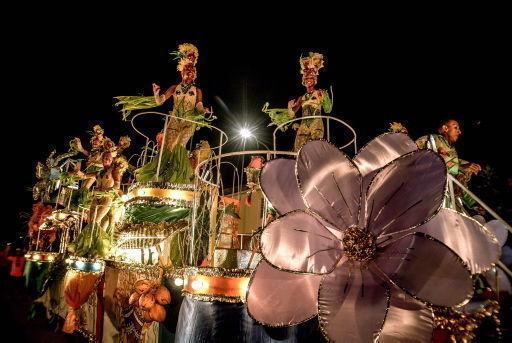Carroza del Ministerio de la Agricultura durante el paseo de carrozas y comparsas del Carnaval Holguín 2017. Foto: Juan Pablo Carreras/ ACN.