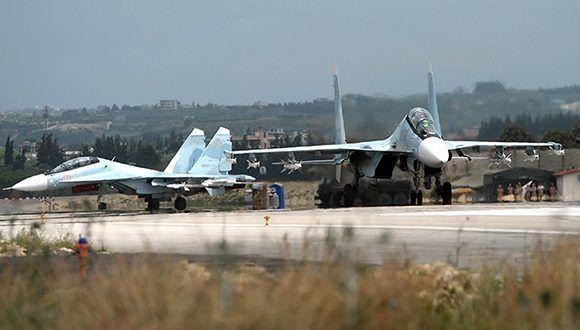 Cazas rusos Su-30 en la base aérea de Hmeimim, Siria. Foto: Maxim Blinov/ Sputnik.