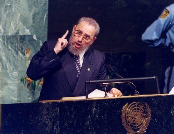 durante-la-cumbre-del-milenio-fidel-castro-vuelve-a-dirigirse-a-la-asamblea-general-de-las-naciones-unidas-en-nueva-york-septiembre-de-2000